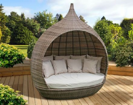 Pagoda New Toulouse Day Bed